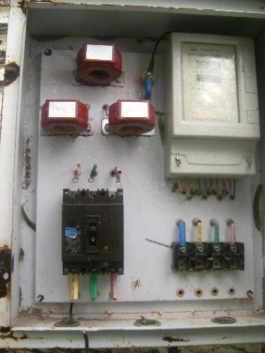 三相四线直接式卡式电表外接磁力脱扣器接线